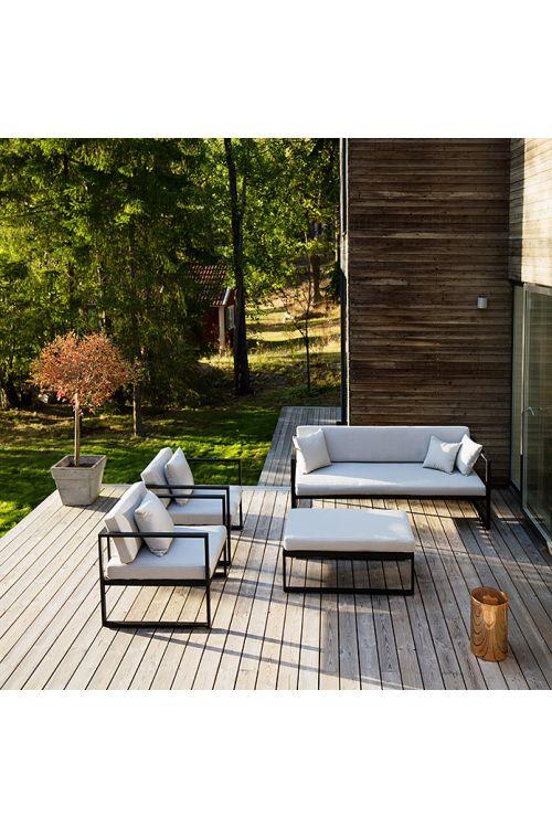 Lounge vrtna garnitura SENSUM SKEPPARHOLMEN (trosed d 187 x š 75 x v 66 cm, 2 x naslonjač d 73 x š 75 x v 66 cm, miza z blazino d 100 x š 60 x v 32 cm, prašno barvano jekleno ogrodje črne barve, z blazinami)