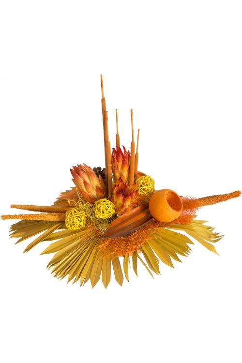 Cvetlični aranžma (umetne rože in drugo rastlinje, barve: rumena, oranžna)