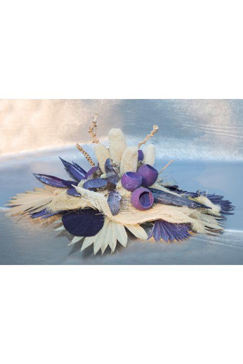 Cvetlični aranžma (umetne rože in drugo rastlinje, bele in vijolične barve)